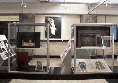 Vitrines de mesa montada com perfis de alumínio e vidros para exposição de itens em museu