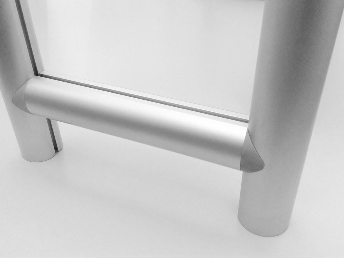 Perfis de alumínio redondos da Linha Maxxi com acabamentos R1020 nas junções