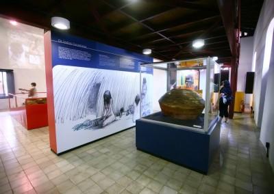 Cúpula de alumínio (perfil C300) e vidro para proteção de item exposto em museu